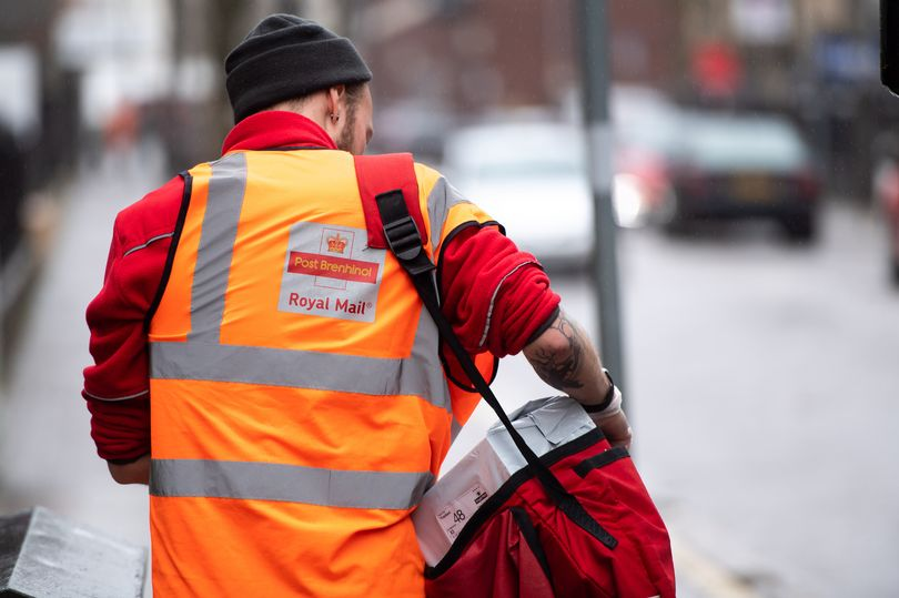 Postman praised for heartwarming message he left on missed delivery card